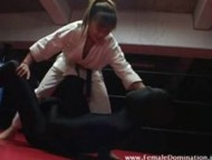 Mistress beats up a slave in latex suit while in the ring Thumb