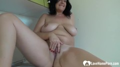 Amateur chick with big titties fingers herself Thumb