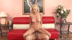 Erica Lauren likes to fuck a younger guy on the couch Thumb